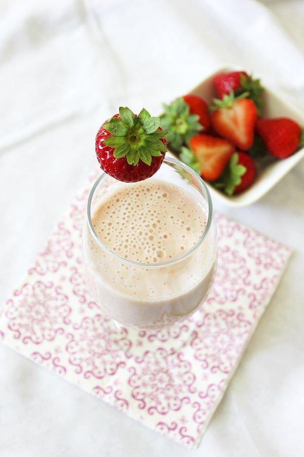banana strawberry oats smoothie in a glass