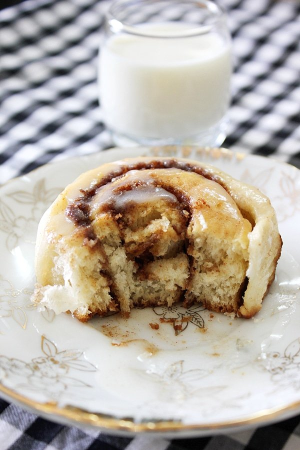 Eggless Cinnamon Roll Cake