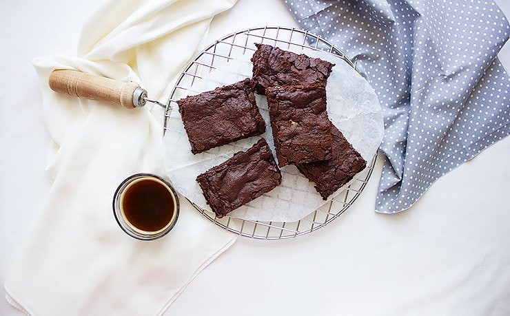 Chewy Egg Free Fudge Brownies. Homemade brownies without eggs made from scratch. The best egg free brownies, fudgy and loaded with walnuts. Quick to make and you'll never have enough of these egg free chocolate brownies! www.munatycooking.com | @munatycooking