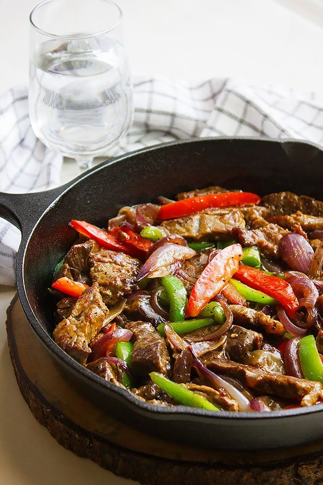 Pepper Steak. Fabulous easy recipe with sautéed, peppers, onions, and juicy steak strips. Serve with mashed potato or plain rice. www.munatycooking.com | @munatycooking #steak