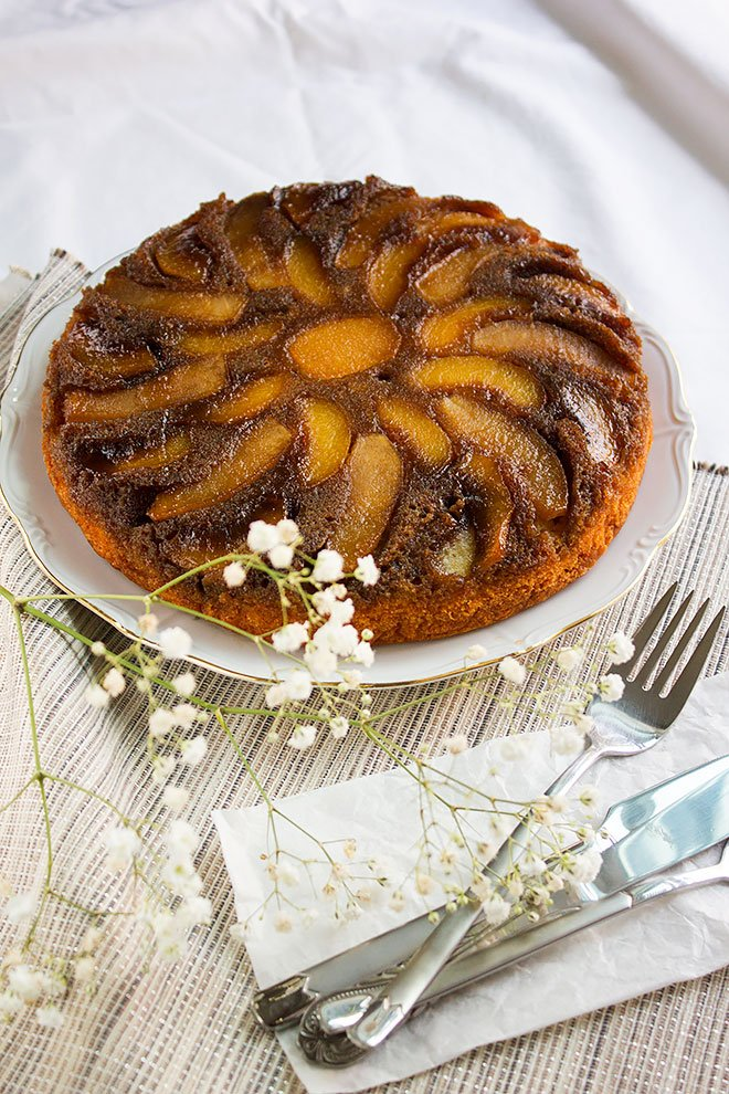 Peach Apple Upside Down Cake. Buttery moist cake combined with two delicious caramelized fruits. This peach apple upside down cake is unbelievably delicious and is best served warm with ice cream. www.munatycooking.com | @munatycooking