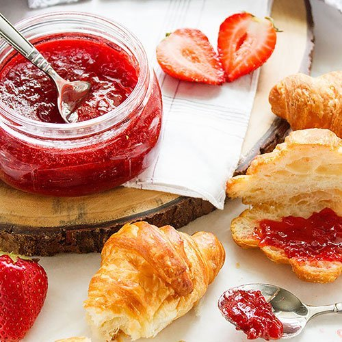 Strawberry Fridge Jam. Homemade strawberry jam recipe. Made from scratch strawberry jam's flavor won't be found in the store bought. Make your own jam in easy steps and with three ingredients only. This strawberry jam recipe has no pectin. www.munatycooking.com | @munatycooking