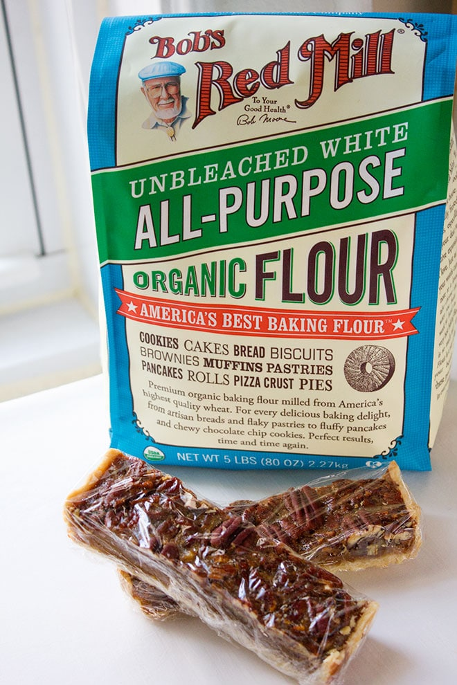 Two pecan pie bars and red mill flour pack.