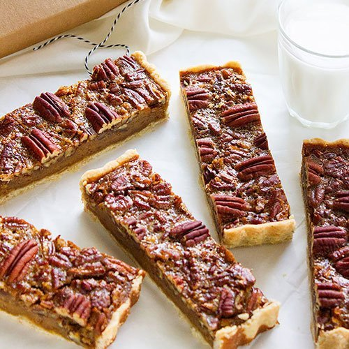 feature image of pecan pie bars.