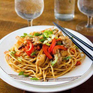 Feature image of Chicken Schezwan Noodles.