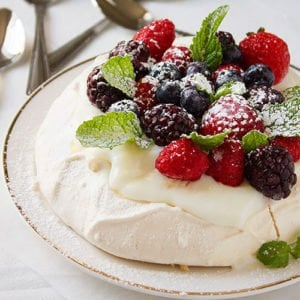 Side shot of feature image of pavlova recipe post.