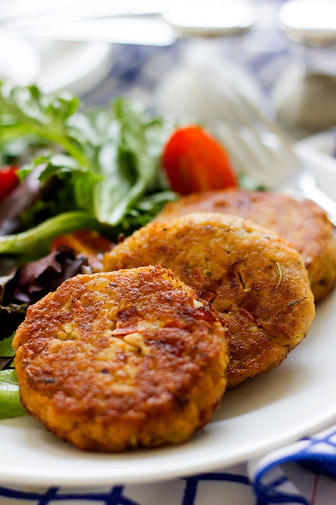 Close up shot of salmon patties served with green salad. #salmon #patties