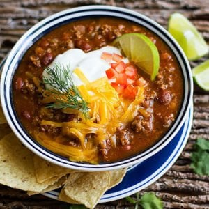 instant pot chili recipe feature image.