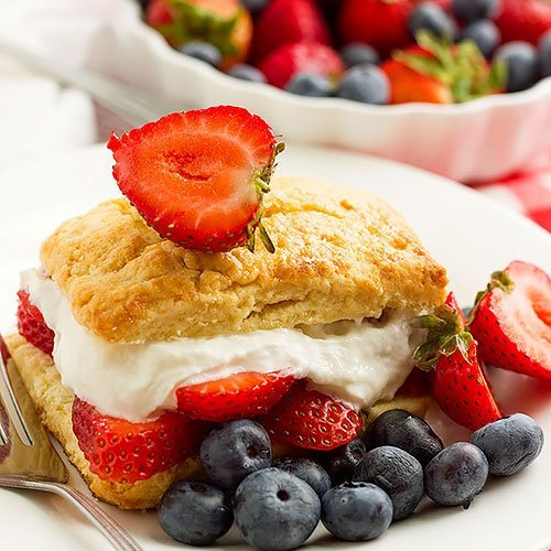 feature image of strawberry shortcake recipe post.