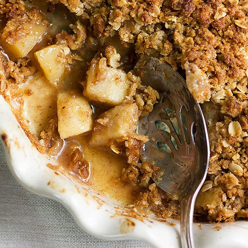 Feature image of apple crumble recipe post