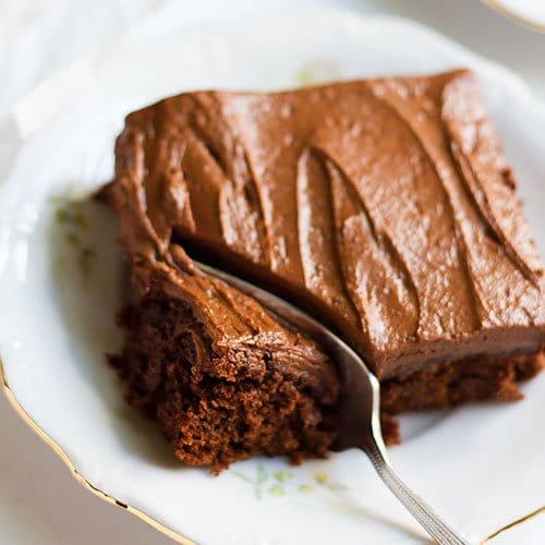 Chocolate cake recipe's feature image.