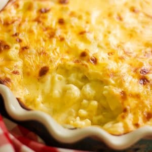 baked macaroni and cheese feature image.