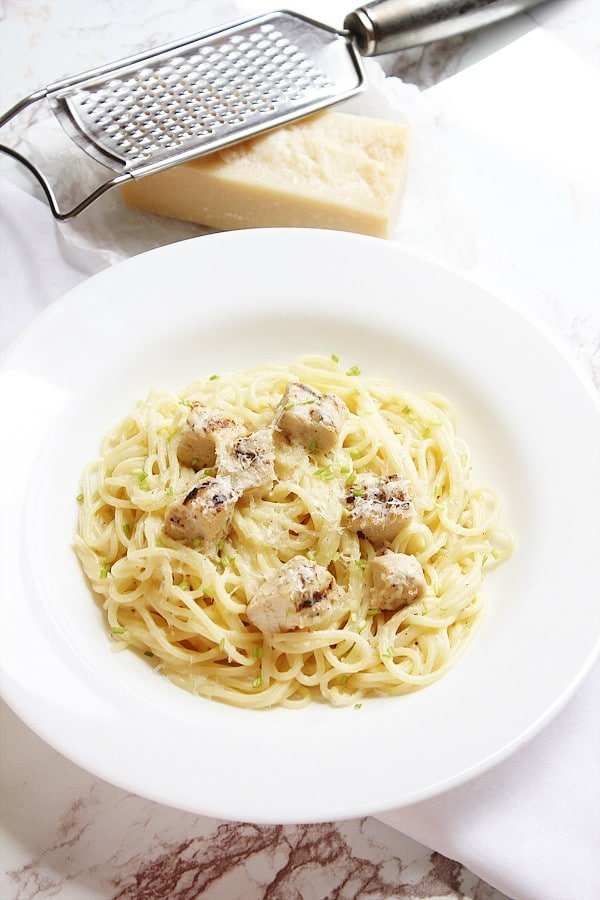 Chicken alfredo with spaghetti in a plate.