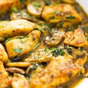 Feature image of garlic mushroom chicken breast post.