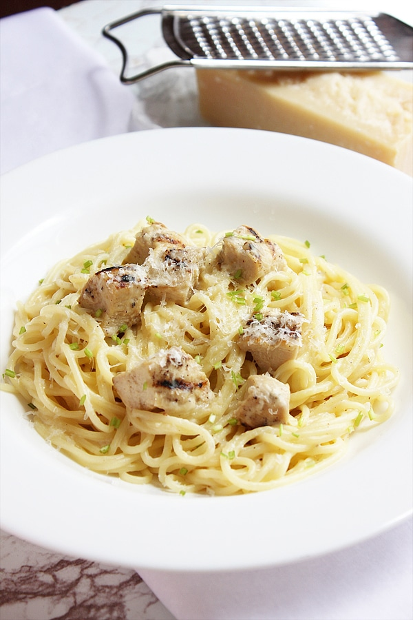 Low calorie chicken alfredo served in white plate.