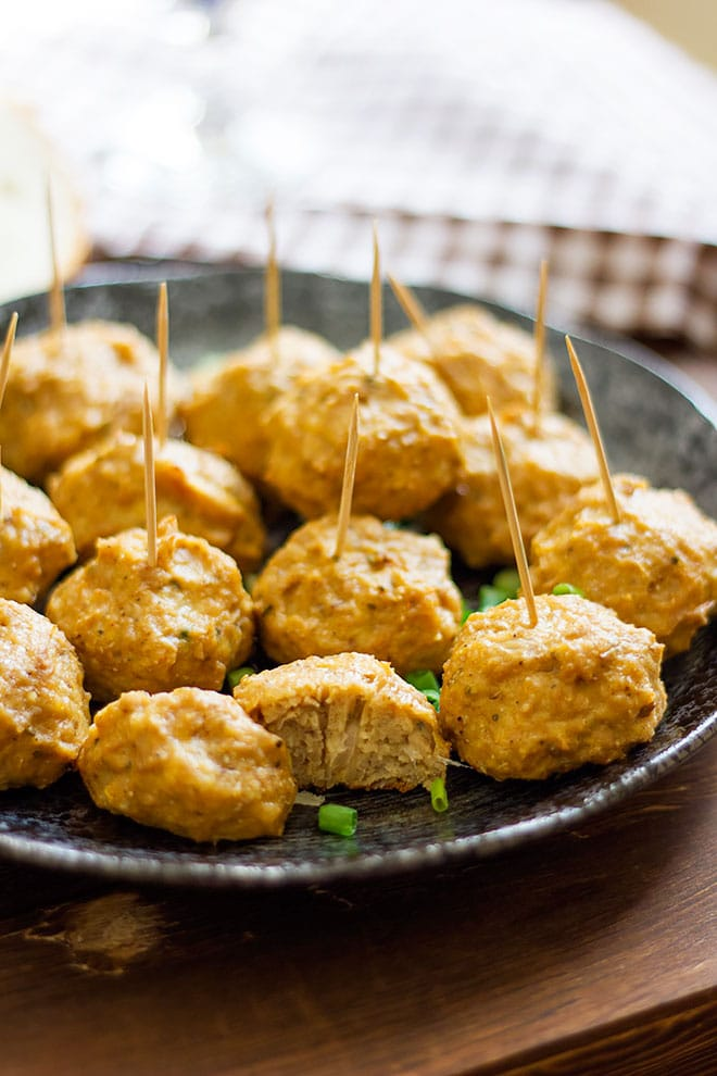 Close up image of perfectly baked healthy baked chicken meatballs.