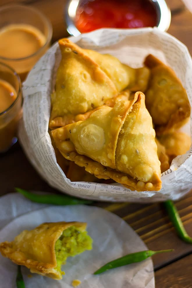 Close up image of crunchy aloo samosa.