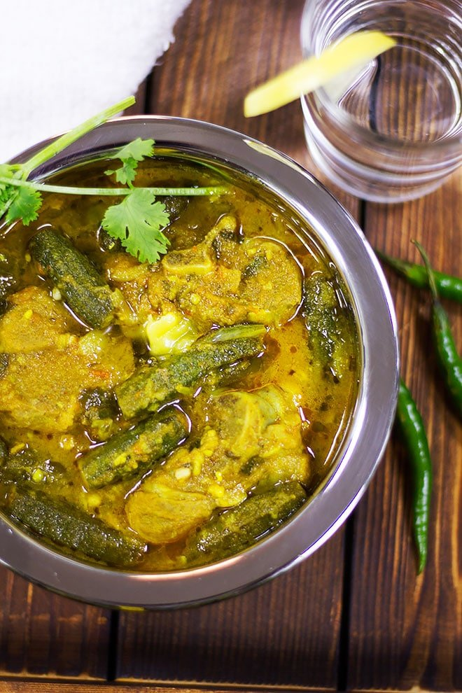 Lamb bhindi masala served in a bowl.
