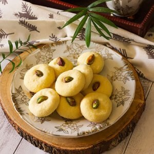A small image of Ghraybeh cookies.