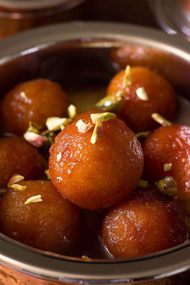 Close up image of Bread gulab jamun.
