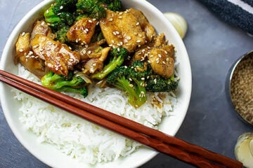 small image of chicken and broccoli